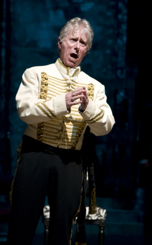 Roger Hanke as Macduff